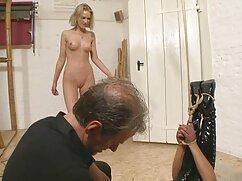 Femdom comandi video porno nonne italiane milf Julia Ann per rilasciare un ragazzo giocattolo per mangiare!