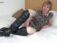 - Big breasted Mia Scarlett piace a un uomo video di film erotici italiani